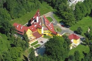 SPA / Sanatorium / Uzdrowisko Centrum Rehabilitacji CZERNIAWA ZDRÓJ i  Klinika Młodości - opis sanatorium - noclegi Świeradów-Zdrój